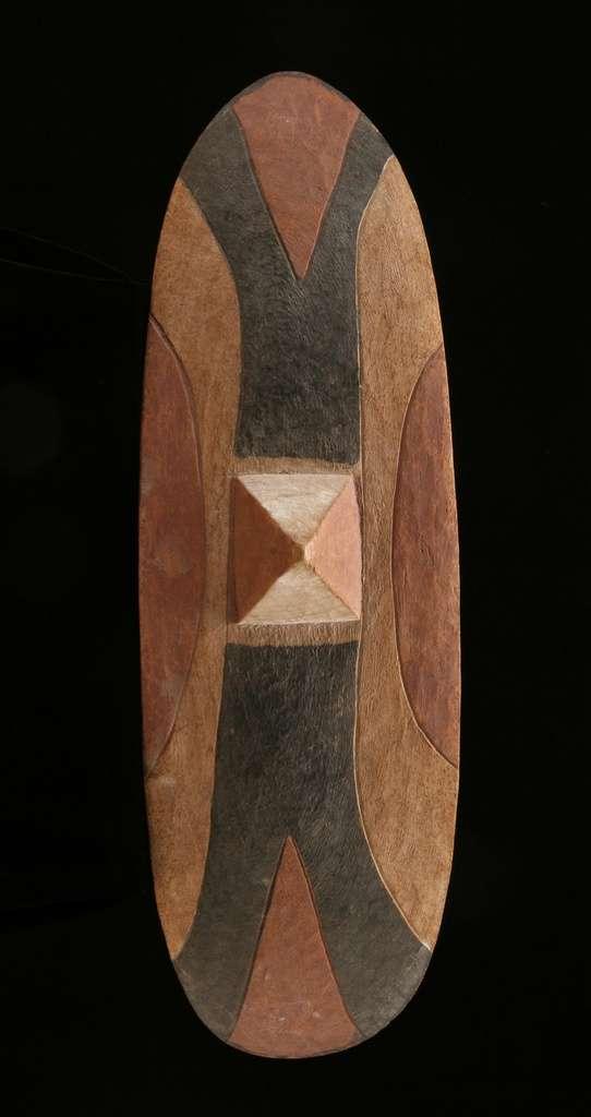 AF440 : Tutsi Dance  Shield