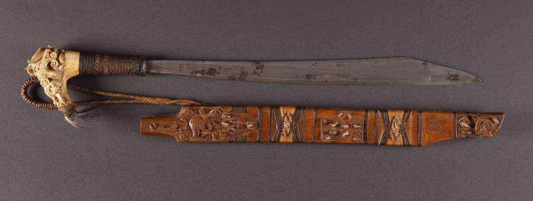INDO608 : Dayak Mandau Sword